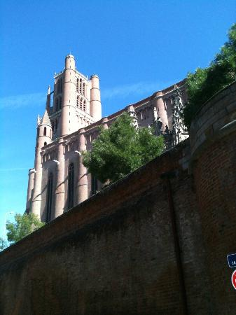 Ophorus Toulouse Sightseeing Day Tours: One of the oldest cathedrals in France