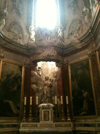 Ophorus Toulouse Sightseeing Day Tours: Altar of St Mary
