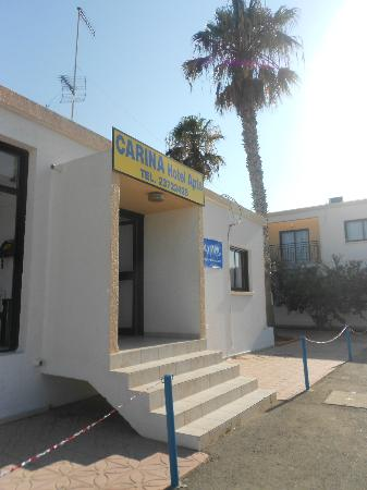 Carina Hotel Apartments: Entrance to Carina - could be improved