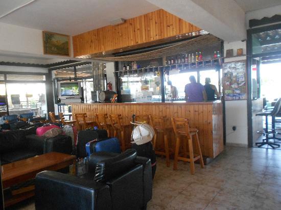 Carina Hotel Apartments: Reception/Bar