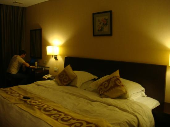 Jingtailong International Hotel: room