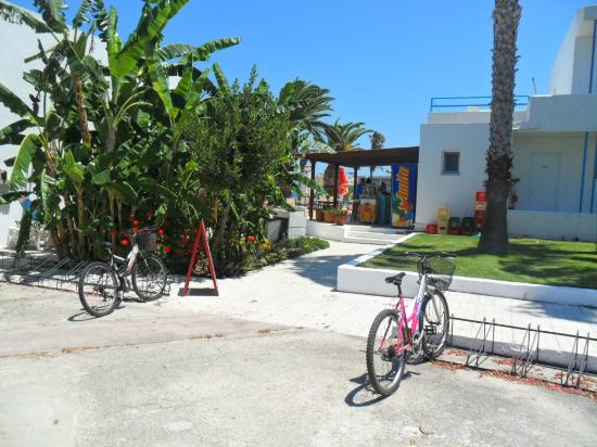 Miros Appartment Hotel: pool bar