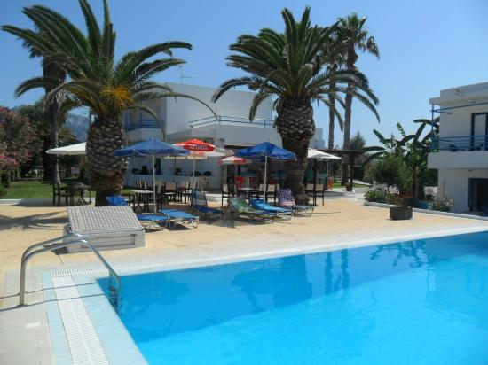 Miros Appartment Hotel: pool area