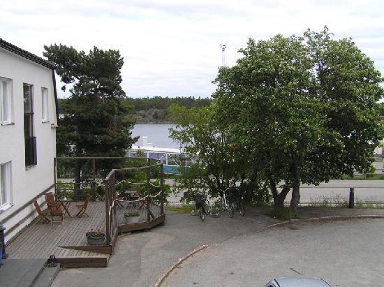 Skargardshotellet: Ferry terminal entrance across the street