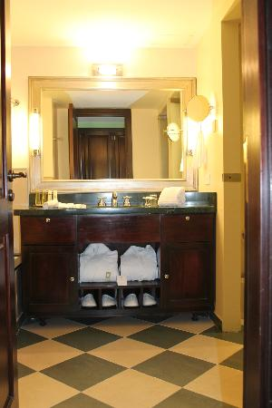 El Casco Art Hotel: Baño