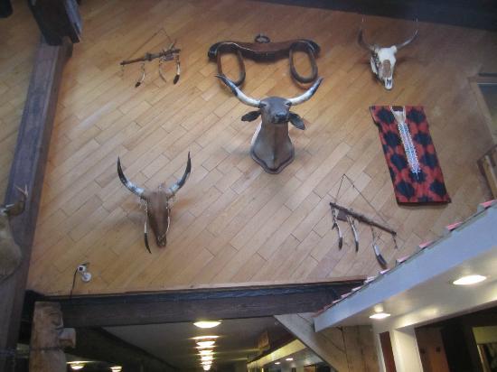 Pinegrove Family Dude Ranch: lobby