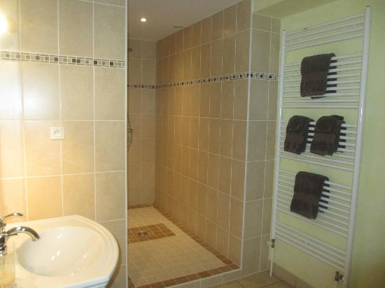 Charm'Attitude: Ensuite in our room