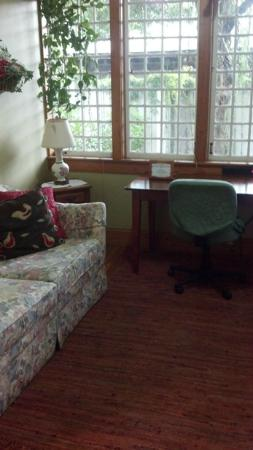 Sweetwater Branch Inn: The sun-filled sitting room adjacent to our bedroom