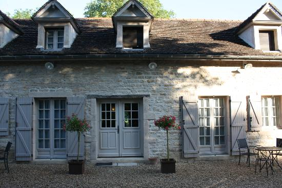Charm'Attitude: front of the guest house