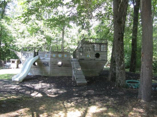 Pinegrove Family Dude Ranch: playground