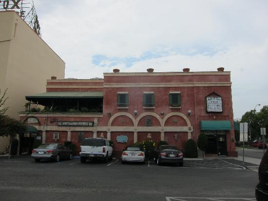 Angelo's & Vinci's Ristorante: A&V from the parking lot