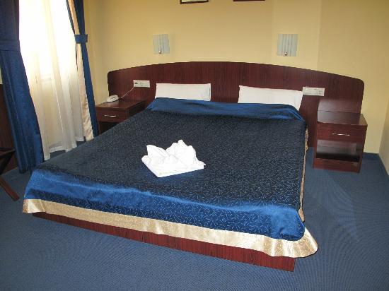Hotel Central Basilica: dubbel bed