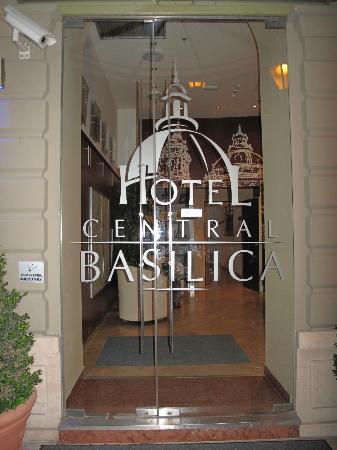 Hotel Central Basilica: ingang van het hotel