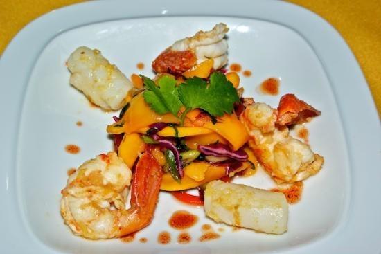 Trailhead Resort: Spicy mango salad with pan-fried prawns calamarie