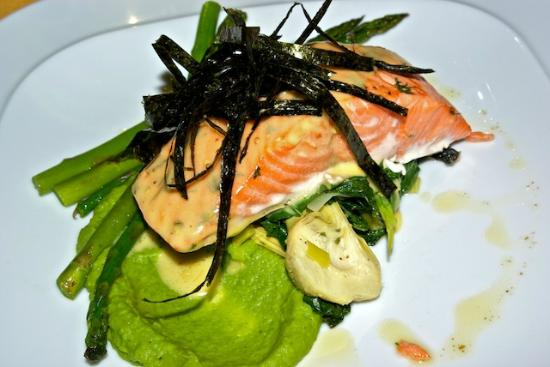 Trailhead Resort: Seafood main course baked chinook salmon