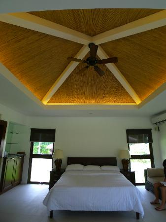 Banana Beach: Indirect lighting inside the new casitas