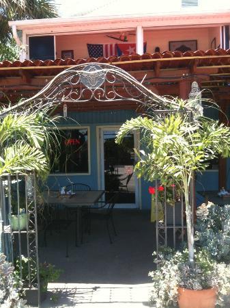 El Ambia Cubano: Restaurant Entrance