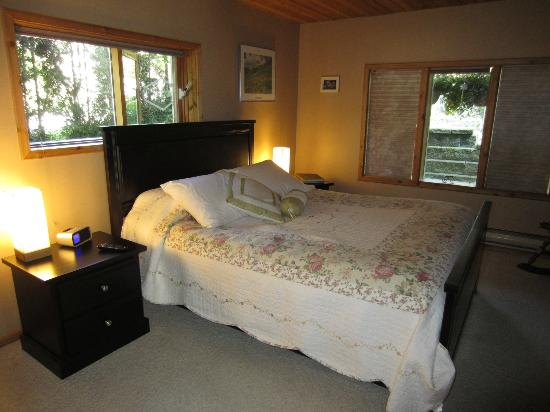 Cozy Cabin Bed and Breakfast: Bedroom