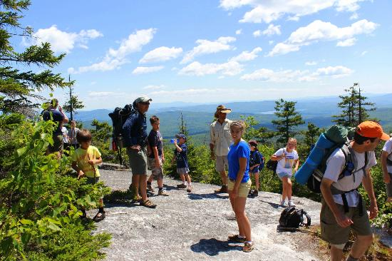 AMC Cardigan Lodge: lodge guests on hike with AMC naturalist