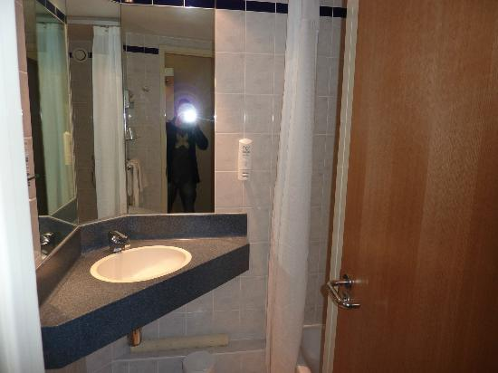 Holiday Inn Express London-Limehouse: baño