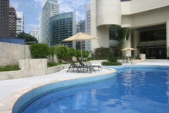 Hotel Novotel Kuala Lumpur City Centre: Piscine