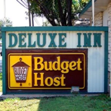 Budget Host Deluxe Inn Fredericksburg: Exterior