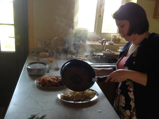 الفيكاريو: Sausage Ragu and Bean Pasta Dish 