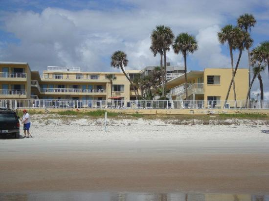 Days Inn Ormond Beach Mainsail Oceanfront: View from the ocean