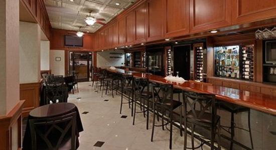 Wyndham Riverfront Little Rock : Bar/Lounge