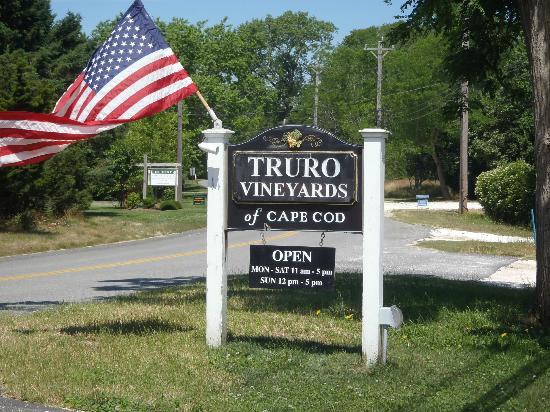 Truro Vineyards of Cape Cod: Entrance