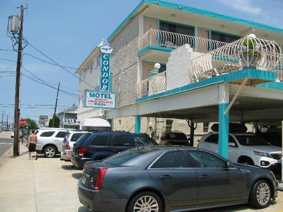 Condor Motel: Outside shot