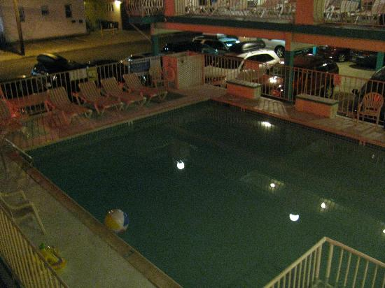 Condor Motel: The cleanest pool we have ever seen!