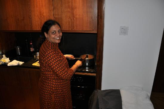 Presidential Apartments Kensington: Well equipped kitchenette