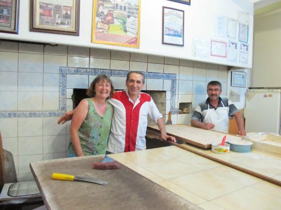 Firin Express : The friendly Firin pizza cook