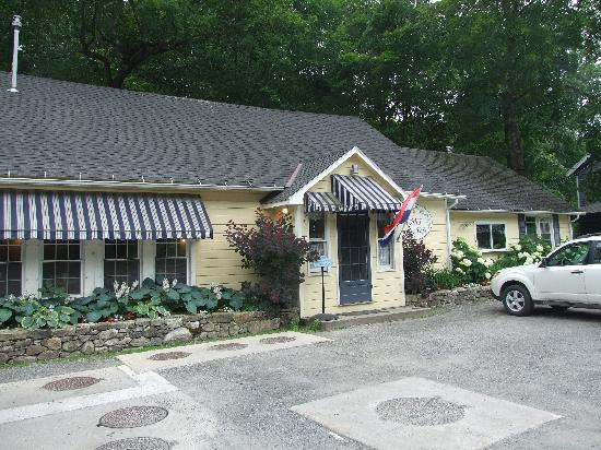 Mom's Country Cafe: Inviting location