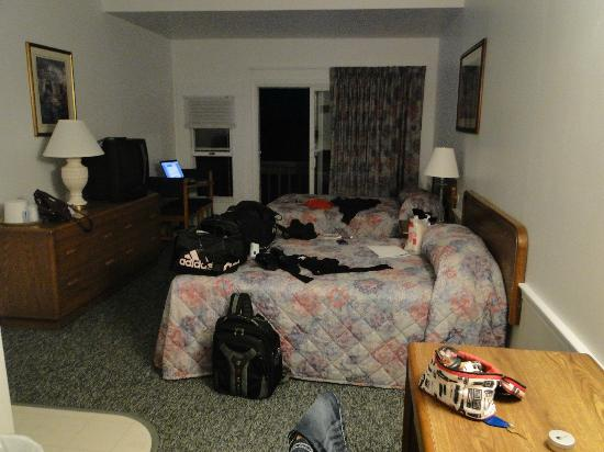 Tides Motel of Falmouth: One side of our room (sorry for the mess)