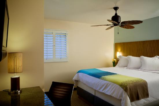 PB Surf Beachside Inn: King Rm Suite