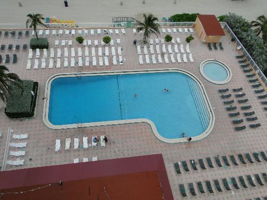 Ramada Plaza Marco Polo Beach Resort: pool area