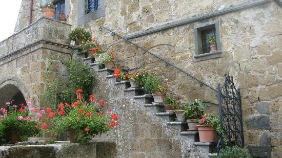 Civita di Bagnoregio, Italia: Entrance to a home
