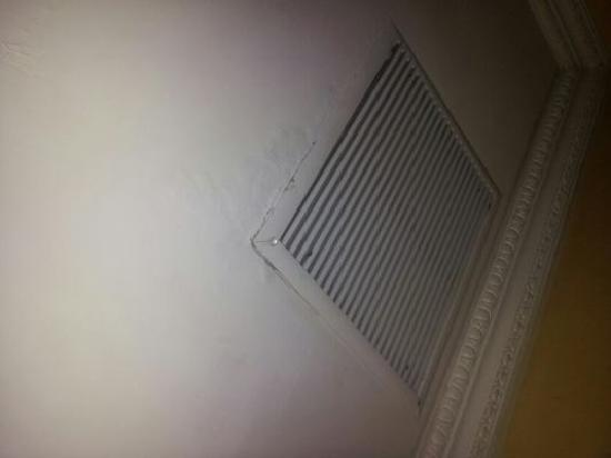 Flatiron Hotel: ceiling leaking