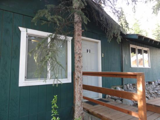 Denali Park Salmon Bake Cabins: Front door Cabin 2
