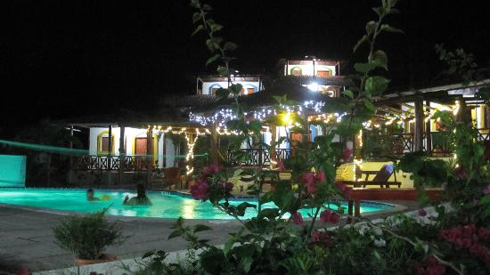 Casa Maderas Ecolodge: Pool @ night