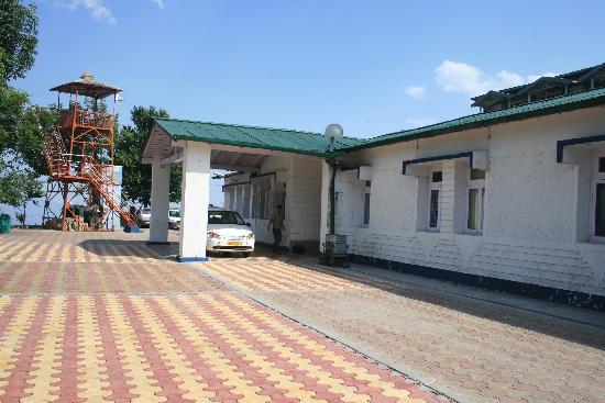 KMVN Tourist Rest House Chaukori: Entrance, KMVN Chaukori