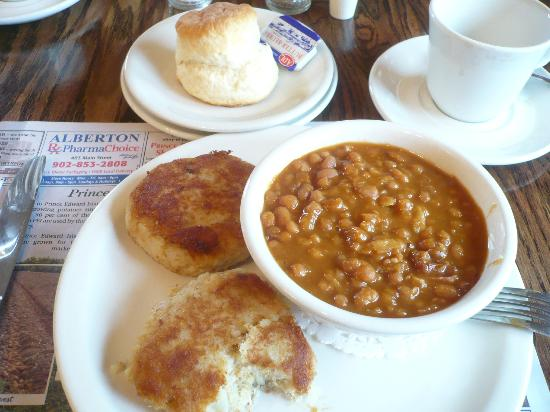 Miminegash, Canada : fish cakes and baked beans