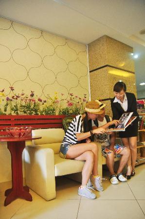 Hanoi Dolphin Hotel: Free tour information help-desk