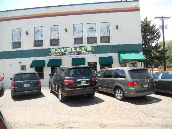 Savelli's Pizza: Busy at Lunch Time
