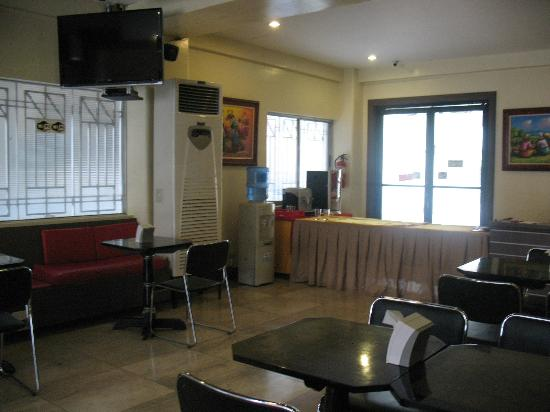 The Royale House Travel Inn and Suites: breakfast area
