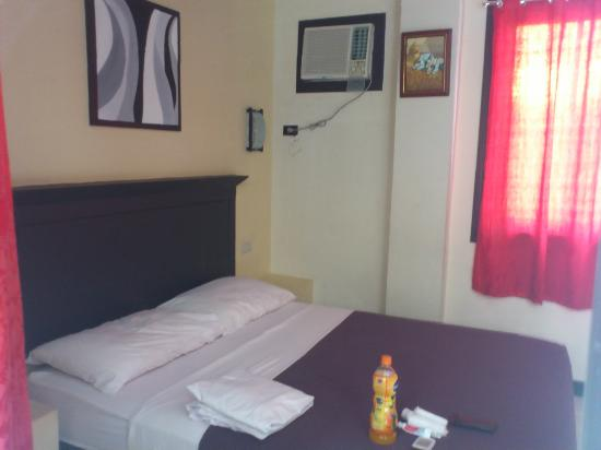 The Royale House Travel Inn and Suites: the double room