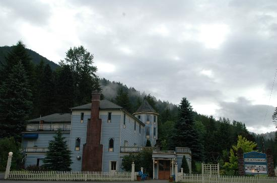 Alexander's Lodge: View of hotel