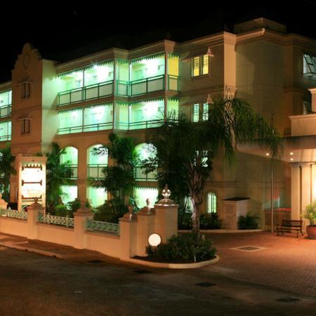 Coral Mist Beach Hotel : Night Shot